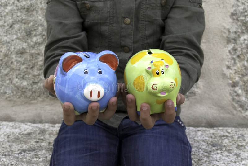 Criança que prende duas caixas de dinheiro II imagens de stock royalty free