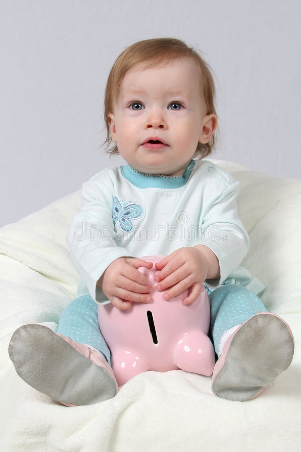 Criança que prende o banco Piggy imagens de stock