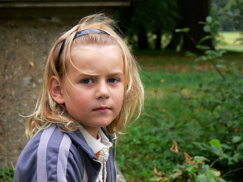 Criança que presta atenção a você foto de stock royalty free
