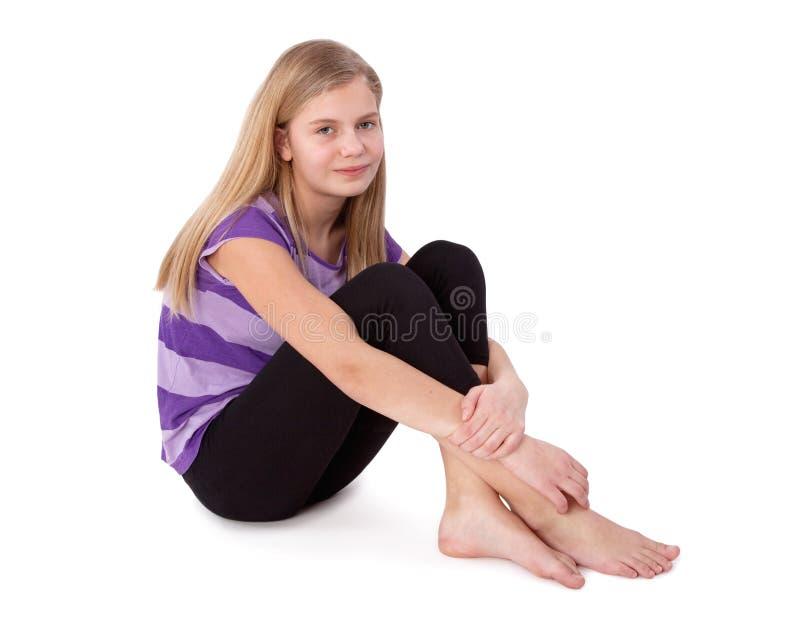 Criança que senta-se no assoalho foto de stock royalty free