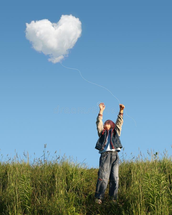 Criança que trava a nuvem imagem de stock