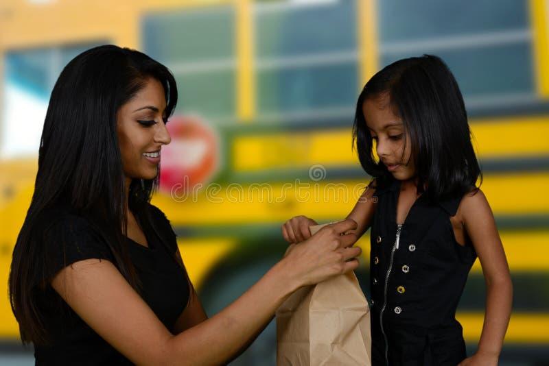 Criança que vai à escola foto de stock royalty free