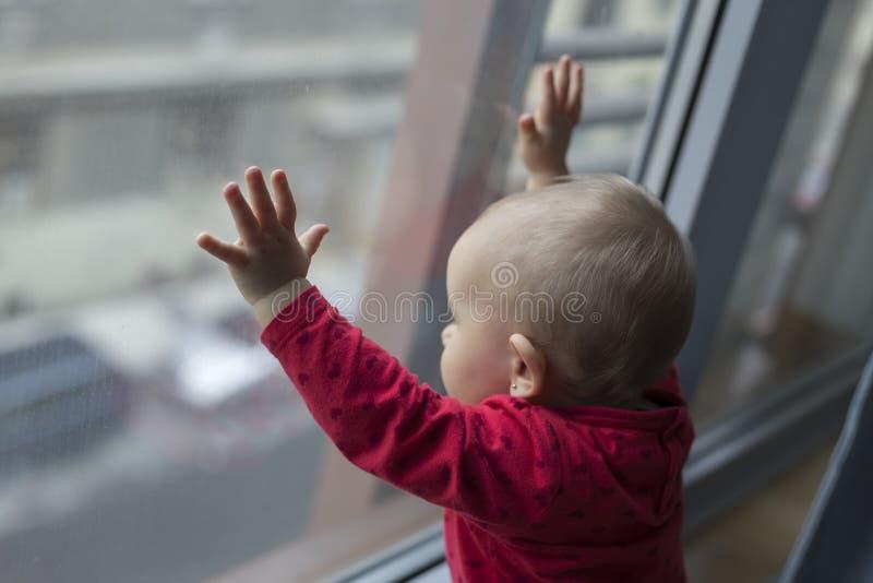 Criança só triste fotografia de stock royalty free