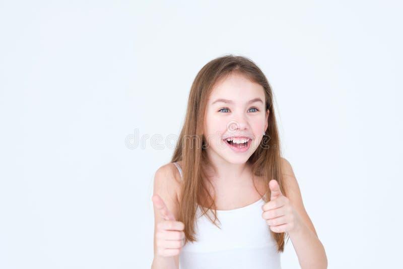 A criança surpreendida surpreendida emoção manuseia acima da menina imagens de stock
