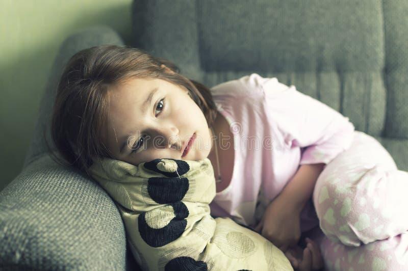 A criança tornou-se doente na depressão fotografia de stock royalty free