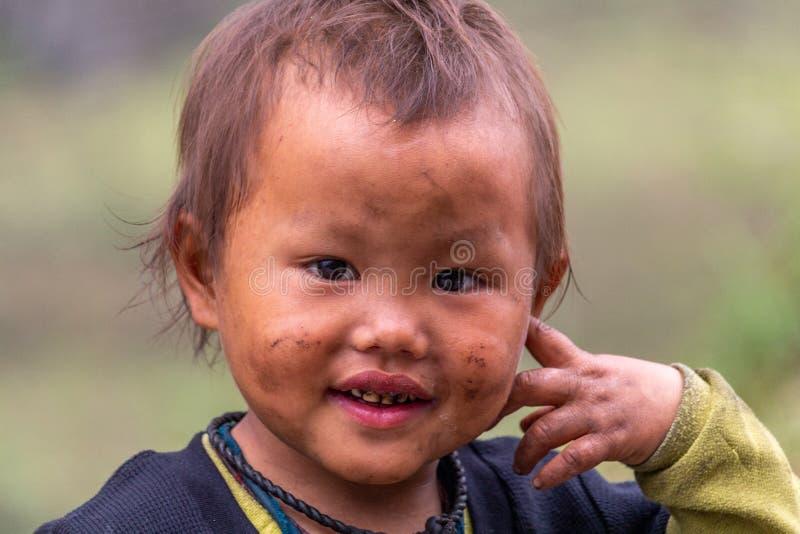 Criança Vietname de sorriso da minoria étnica de Hmong fotografia de stock