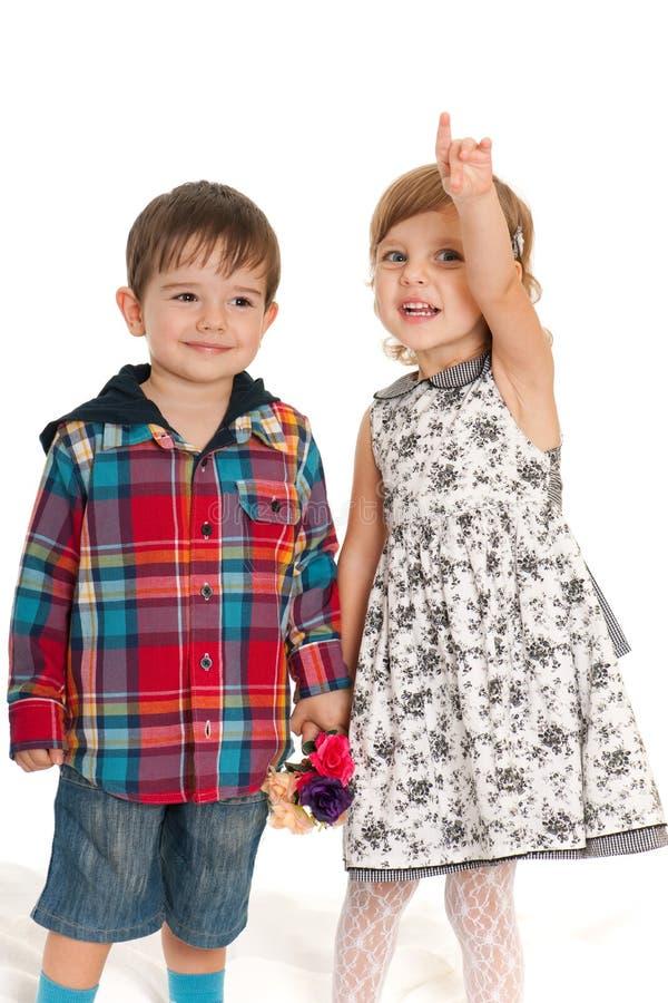 Crianças alegres com flores imagens de stock royalty free