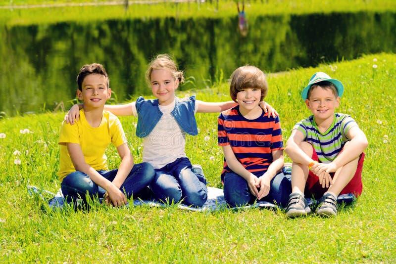 Crianças alegres no parque fotografia de stock royalty free