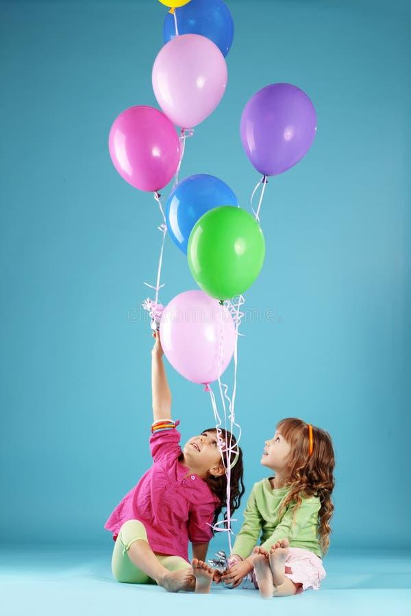Crianças coloridas felizes imagem de stock
