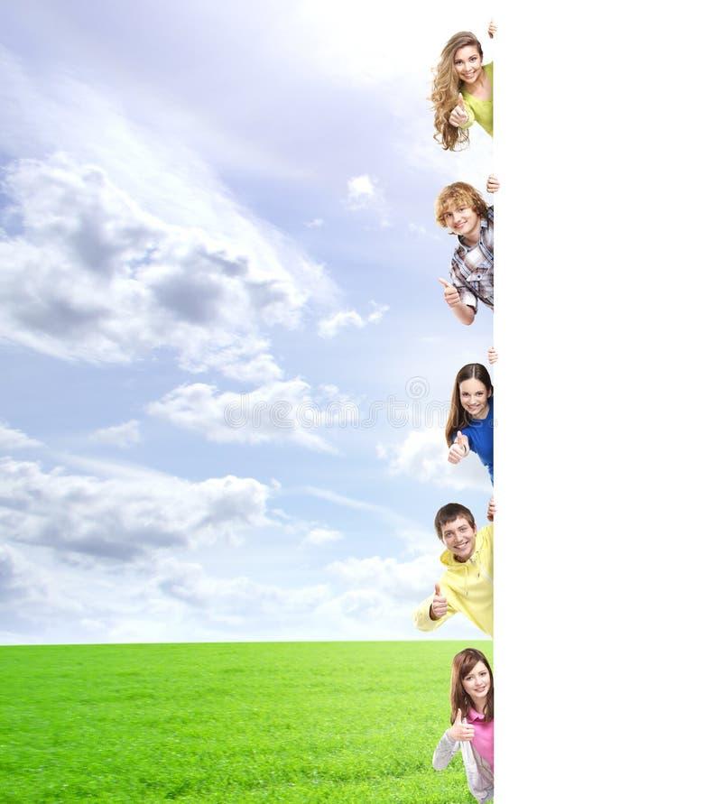 Crianças com a bandeira vazia Espaço perfeito para pôr algum texto imagens de stock royalty free