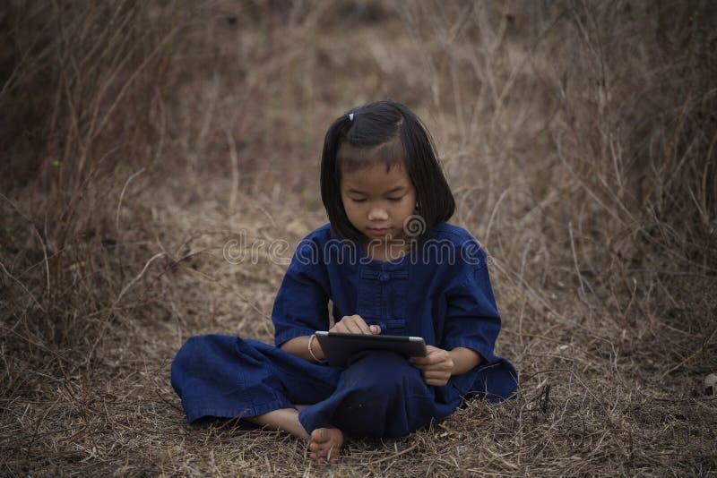 Crianças com tabuleta fotos de stock