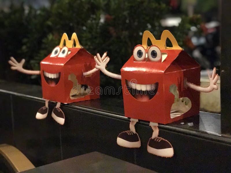 crianças da caixa do divertimento de McDonalds dos happymeals imagem de stock