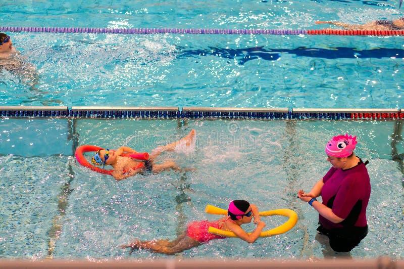 Crianças da natação imagens de stock royalty free