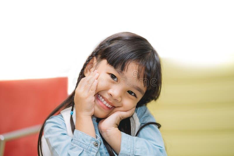 Crianças de Ásia do retrato que sentem felizes fotos de stock royalty free