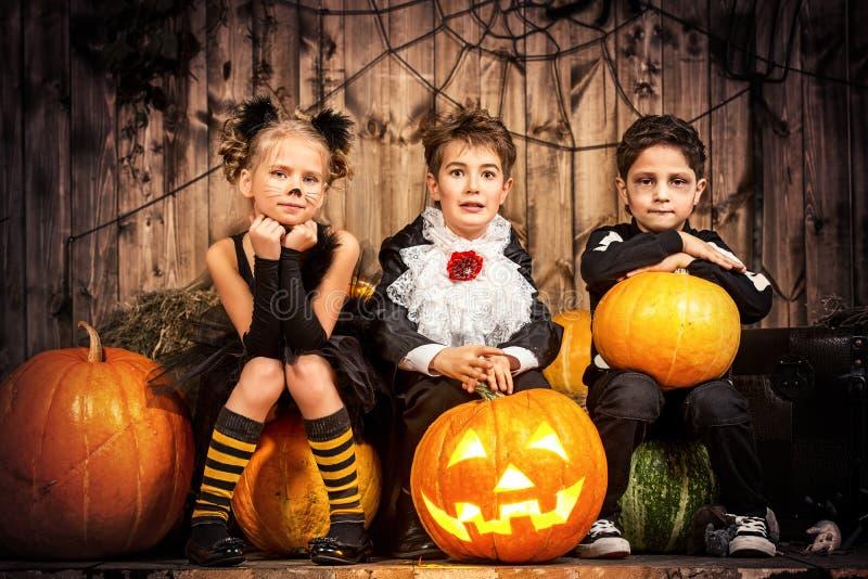 Crianças de Dia das Bruxas imagens de stock