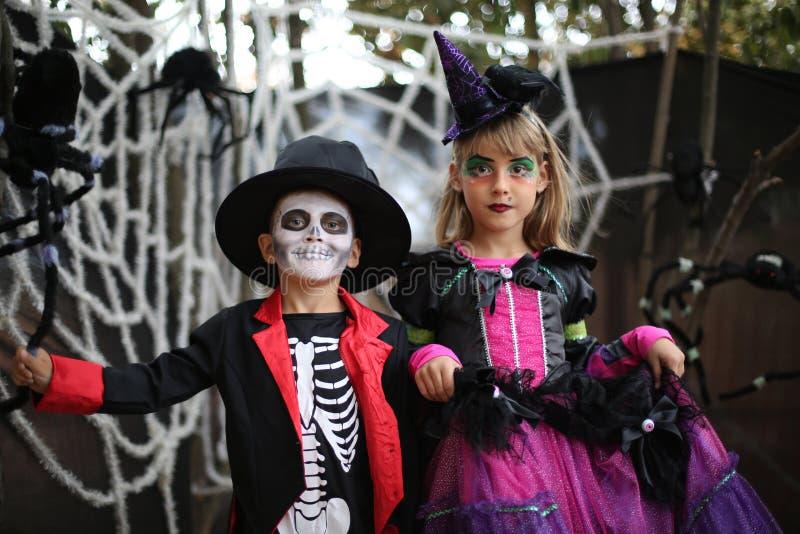 Crianças de Dia das Bruxas, crianças imagens de stock