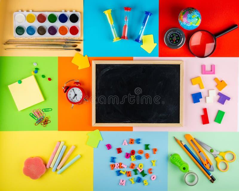Crianças de ensino da escola primária fotos de stock