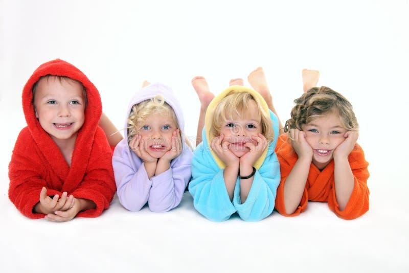 Crianças de Happpy no bathrobe imagens de stock royalty free
