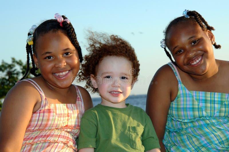 Crianças de sorriso imagem de stock royalty free