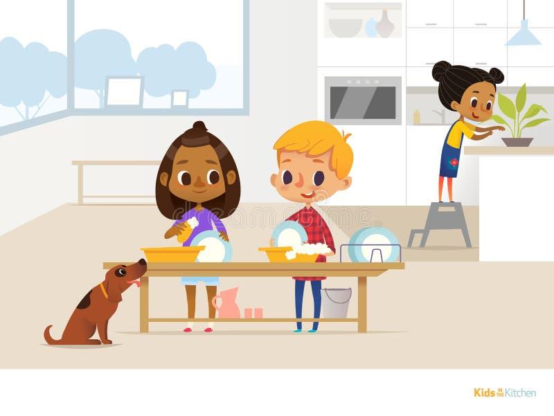 Crianças de sorriso que fazem a rotina diária na cozinha Duas crianças que lavam pratos com a espuma do sabão, o cão engraçado e  ilustração royalty free