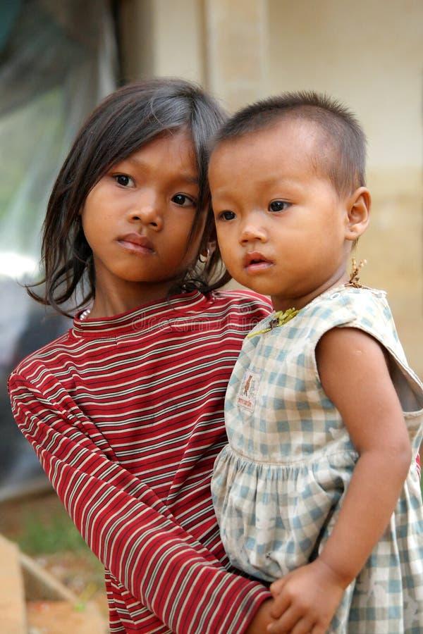Crianças deficientes e com fome imagens de stock royalty free
