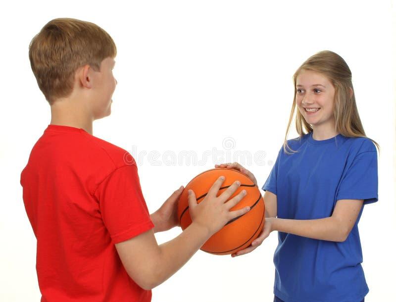 Crianças do basquetebol imagem de stock royalty free