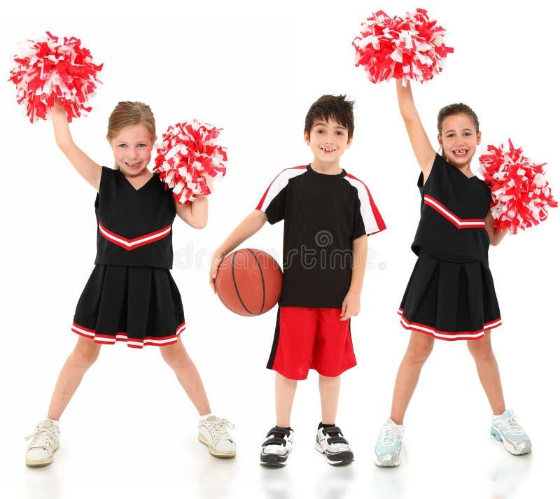 Crianças do jogador e do líder da claque de basquetebol imagem de stock
