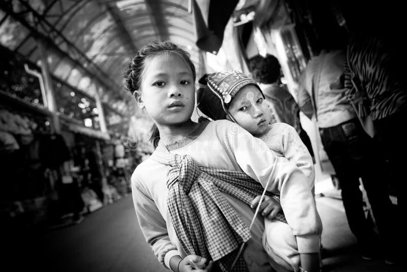 Crianças do tribo de Akha fotografia de stock royalty free