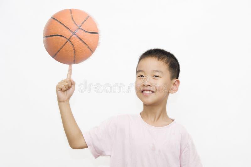 Crianças e basquetebol foto de stock