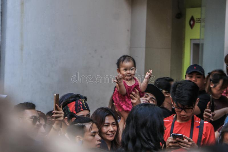 Crianças em Binondo, Manila comemorando o ano novo chinês fotos de stock