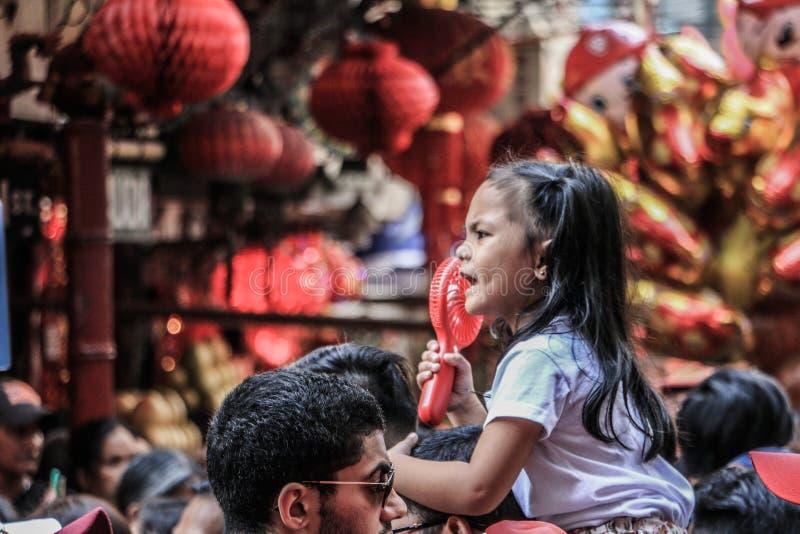 Crianças em Binondo, Manila comemorando o ano novo chinês fotografia de stock royalty free