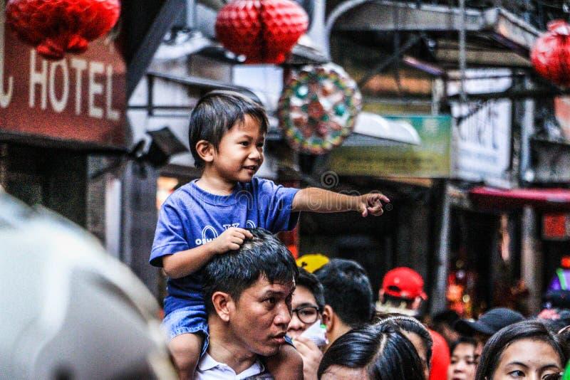 Crianças em Binondo, Manila comemorando o ano novo chinês fotografia de stock