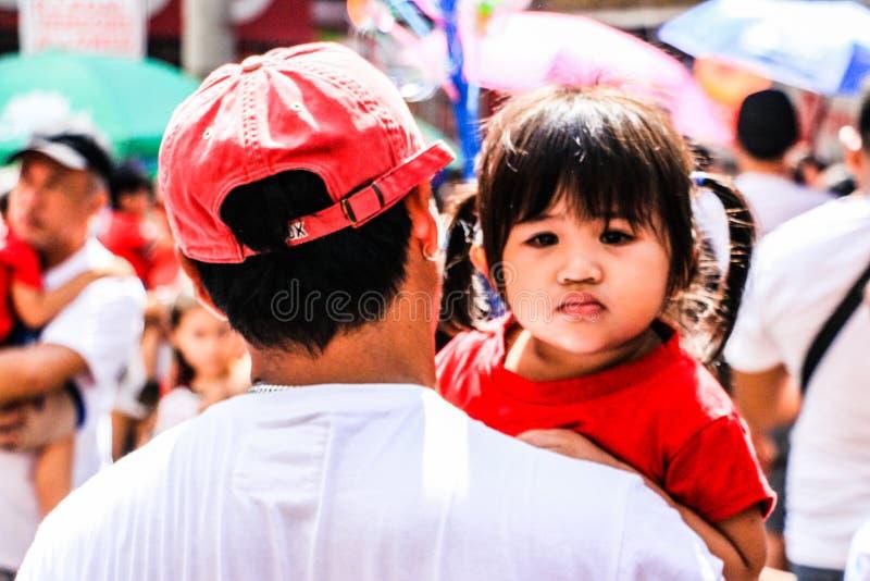 Crianças em Binondo, Manila comemorando o ano novo chinês foto de stock royalty free