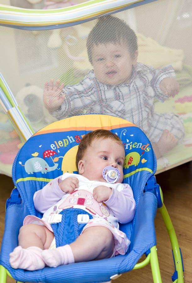 Crianças em casa fotos de stock royalty free