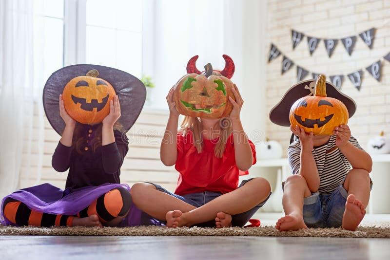 Crianças em Dia das Bruxas fotografia de stock