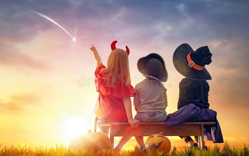 Crianças em Dia das Bruxas imagens de stock royalty free