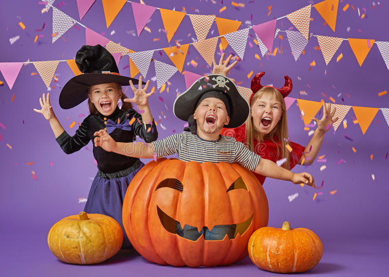 Crianças em Dia das Bruxas fotos de stock