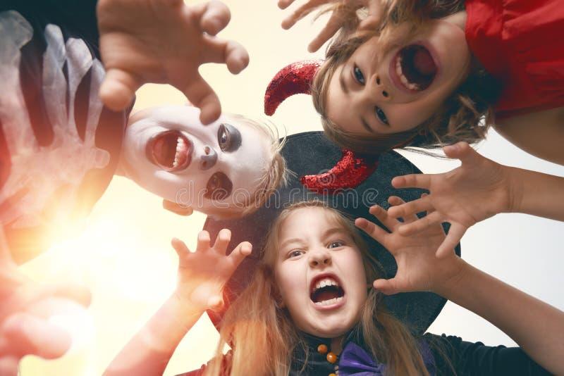 Crianças em Halloween fotografia de stock royalty free