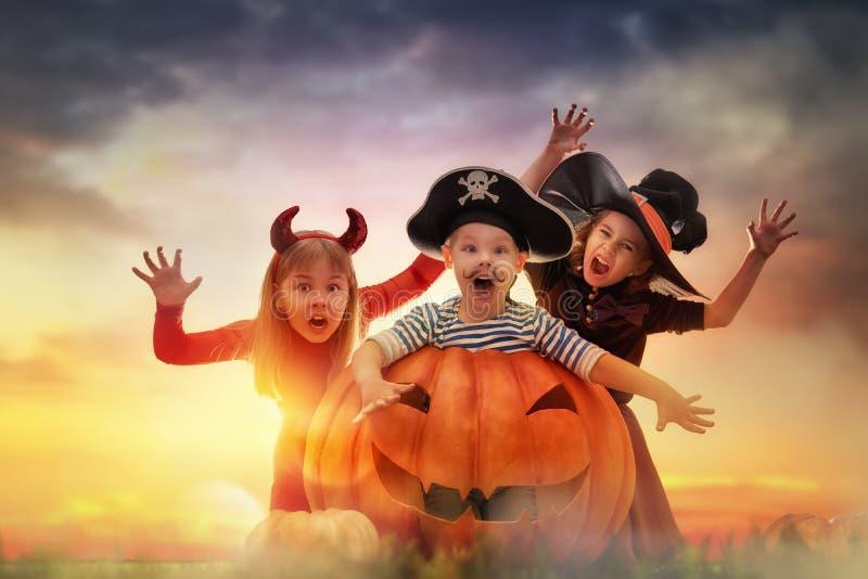 Crianças em Halloween foto de stock royalty free