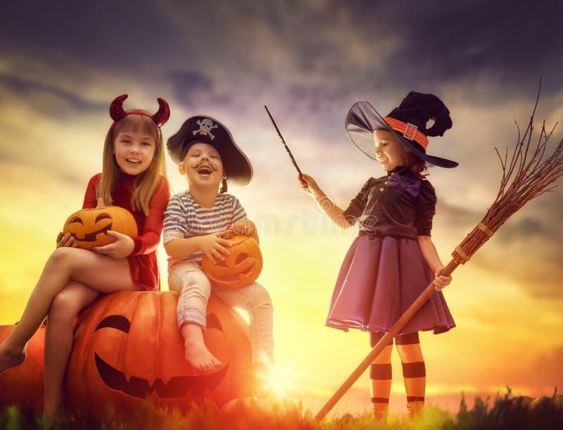 Crianças em Halloween imagens de stock