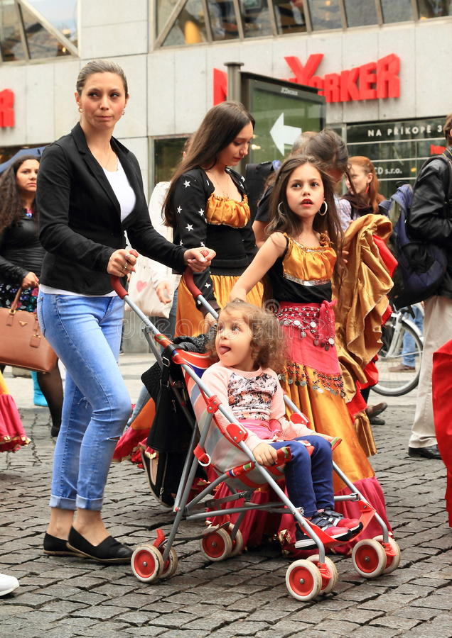 Crianças em Khamore - festival de roma do mundo fotografia de stock royalty free