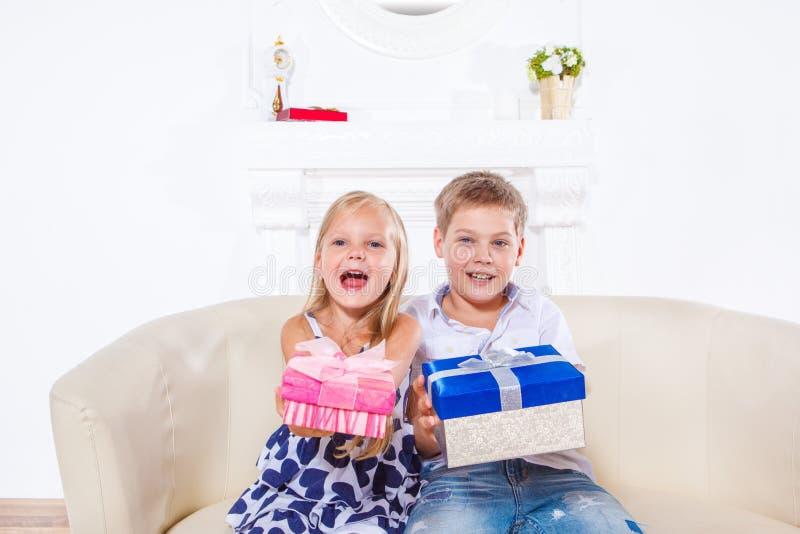 Crianças emocionais felizes imagem de stock royalty free