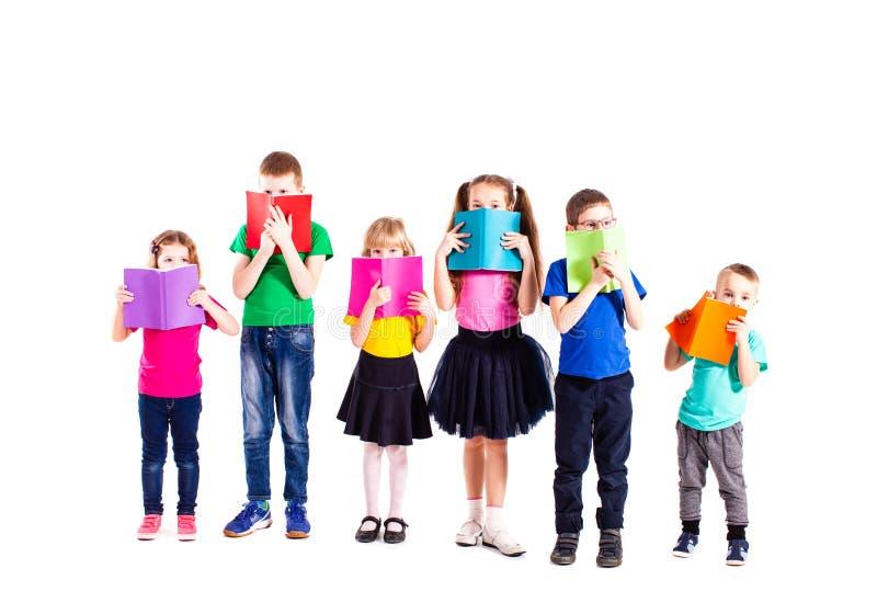 Crianças espertas com livros foto de stock royalty free
