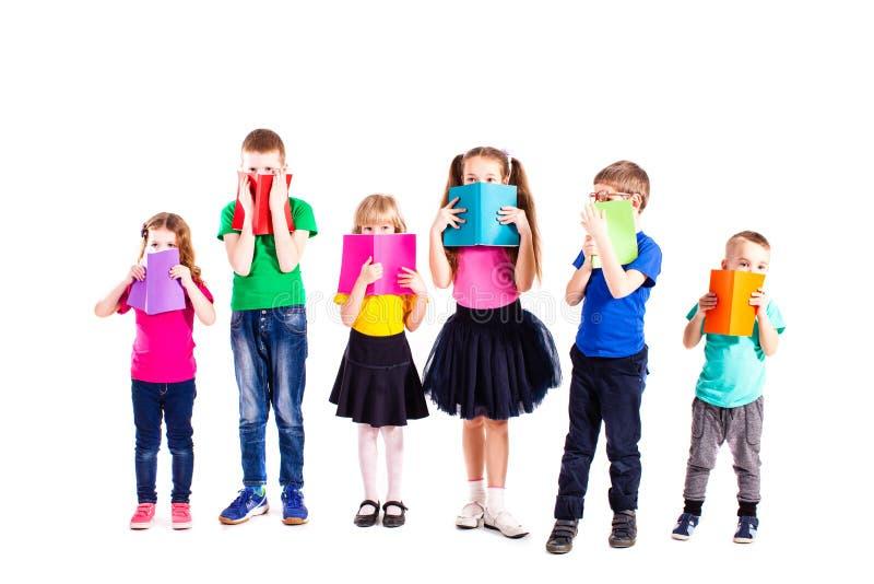 Crianças espertas com livros imagem de stock royalty free