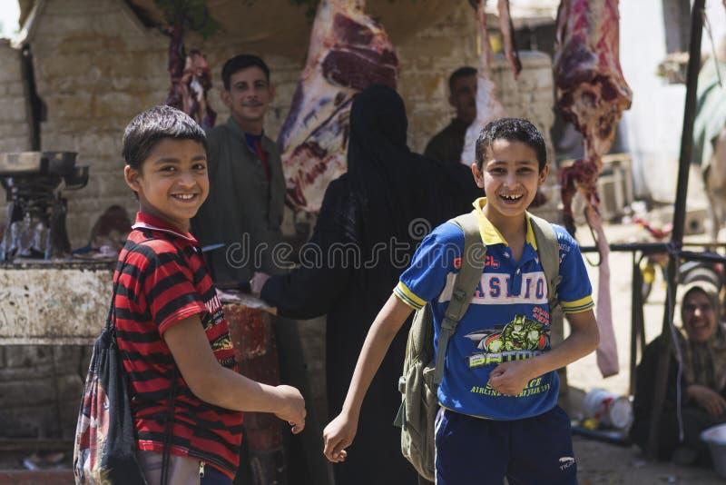 Crianças felizes após a escola imagens de stock