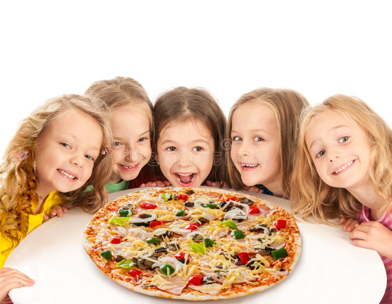 Crianças felizes com pizza grande foto de stock