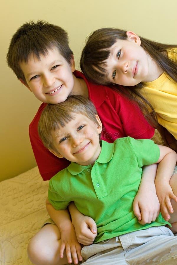Crianças felizes em casa imagem de stock royalty free