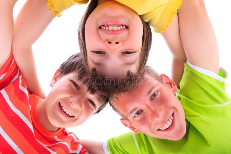 Crianças felizes no círculo imagens de stock