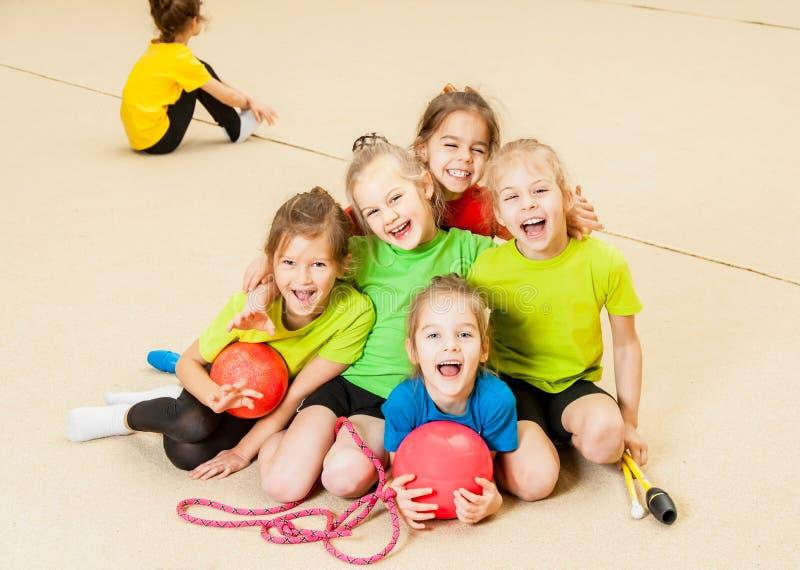 Crianças felizes no gym imagem de stock royalty free