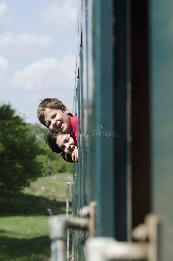 Crianças felizes no trem imagem de stock royalty free